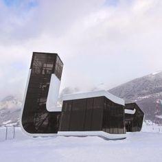 Flughafengebäude in der Provinzstadt Mestia
