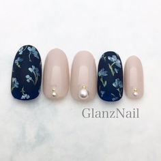 Love the vintage flower nailart.think it will go well with light to medium grey. Manicure Y Pedicure, Shellac Nails, Diy Nails, Asian Nail Art, Asian Nails, Fancy Nails, Pretty Nails, Japanese Nail Art, Latest Nail Art