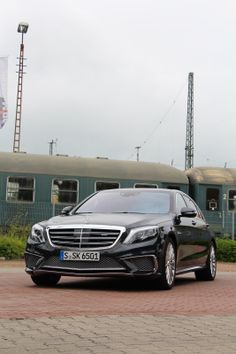 Driving #performance in its perfect form! 12 cylinders, twin-turbocharging, 463 kW (630 hp) of output and 1000 Newtonmeters of torque – the new #Mercedes S 65 AMG sets new standards as the most powerful #vehicle in its segment of the market. Exceptional performance and outstanding dynamism – these are the hallmarks of the AMG 6.0-litre #V12 biturbo engine. combined fuel consumption 11.9 l/100 km / CO2 emission 279 g/km / Efficiency class F - Photo by @jensstratmann #turbo #sclass #luxury…