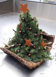 🤗 - Sabine Weihnachten Home Rustic Christmas Crafts, Christmas Home, Christmas Wreaths, Christmas Gifts, Christmas Decorations, Xmas, Christmas Ornaments, Holiday Decor, Flower Company