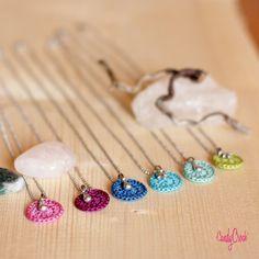 Collier amitié crochet & breloque // Médaillon crochet // Pendentif textile avec étoile ou goutte // Collier discret // Collier minimaliste