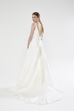 546bc477f5c6 Sassi Holford has been creating Designer Wedding Dresses and Occasion Wear  for 35 years.