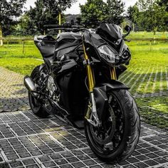 information and pictures for motorcycles Bike Bmw, Moto Bike, Bmw Motorcycles, Motorcycle Bike, Street Bikes, Road Bikes, S1000r Bmw, Custom Bmw, Biker Clubs