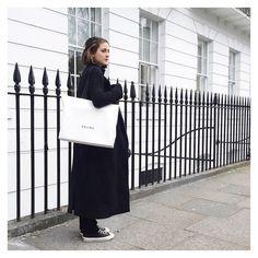 いいね!2,268件、コメント19件 ― Charlie Mayさん(@charliemay)のInstagramアカウント: 「Rain dodging in Marylebone after a sunny day out at #bicestervillage with @theststyle. I am leaving…」