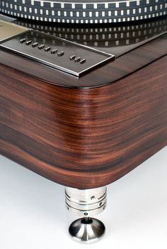 Rosewood Garrard 401 Plinth And those feet...