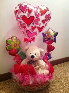 Related Pictures arreglo de globos codigo g am 01 430 00 con pelauts . Valentines Day Baskets, Valentines Diy, Valentine Day Gifts, Candy Bar Bouquet, Cadeau St Valentin, Valentine Bouquet, Balloon Centerpieces, Chocolate Bouquet, Balloon Bouquet