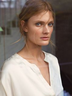 Zara Home launches its spring-summer 2017 lingerie collection full of airy looks perfect for the bedroom. The Spanish fashion brand taps model Constance Jablonski to appear in the accompanying lookbook. Related: See Zara's Black & White Spring 2017 Campaign Captured in mostly white looks, the blonde wears slip dresses and robes made of silk and …
