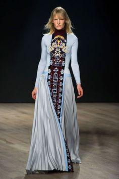 See all of the best looks from London Fashion Week: Mary Katrantzou Mary Katrantzou, Catwalk Fashion, All Fashion, Fashion Show, Fashion Design, Woman Fashion, Fashion Trends, London Fashion Weeks, Style Haute Couture