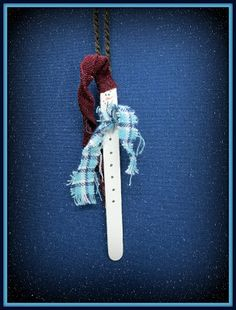 How To Make A Quick and Easy Stick Snowman Ornament - Stick Me Right Snowman Ornaments, Holiday Ornaments, Snowmen, Holiday Decor, School Fun, Sunday School, Needlecrafts, Love Is Free, Popsicle Sticks