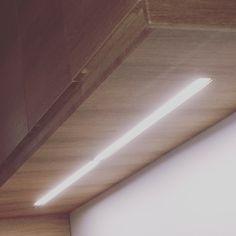 Un Tour Chez Nous - Le magazine #design #décoration #cuisine #meuble #intégration #lumière #led #bois #leroymerlin