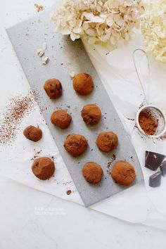100 KITCHEN STORIES: The Best Vegan Chocolate Avocado Truffles