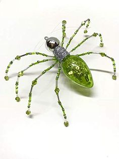 Christmas Spider Ornament with Keepsake Box and Story - Green Light Bulb Diy Resin Crafts, Beaded Crafts, Beaded Ornaments, Wire Crafts, Light Bulb Art, Light Bulb Crafts, Wire Wrapped Jewelry, Beaded Jewelry, Handmade Jewellery