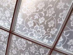 DIY Lace Window Pane Treatment using Cornstarch & Water! Diy Lace Privacy Window, Lace Window, Diy Casa, Kitchen Window Treatments, Bedroom Windows, Old Windows, Window Coverings, Window Panes, Window Ledge