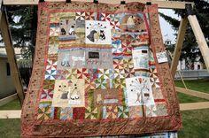 A KITTENS TALE QUILT - ušito podle originálu Lynette Anderson. Vybráno, abyste viděly quilt zase v jiných barvách. Navíc upozorním na vyšívanou borduru.