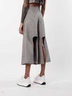 TRENDY: Pants: Culottes Culottes take a modern twist with cutouts and a more tailored look. Fashion Details, Look Fashion, Fashion Art, High Fashion, Womens Fashion, Fashion Design, Iran Fashion, Fashion Week, Fashion Trends