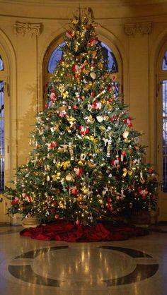 MERRY CHRISTMAS! Christmas Scenes, Noel Christmas, All Things Christmas, Country Christmas, Christmas Tree Decorations, Christmas Tree Ornaments, Christmas Lights, Xmas Trees, Beautiful Christmas Trees