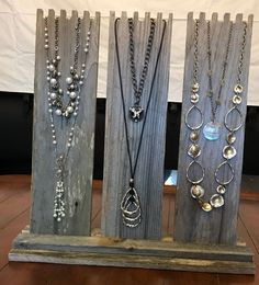Multi-Necklace Display in Weathered Wood with 3 Easels - Wind-proof Jewelry Display, Necklace Displa - Frauen lieben Schmuck :) Jewellery Storage, Jewellery Display, Jewelry Organization, Jewelry Booth, Display Ideas For Jewelry, Boutique Jewelry Display, Diy Necklace Display, Wood Jewelry Display, Jewelry Stand