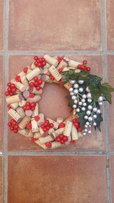 Corona de Navidad Christmas Wreaths, Holiday Decor, Home Decor, Wine Corks, Holiday Wreaths, Christmas Garlands, Homemade Home Decor, Holiday Burlap Wreath, Decoration Home