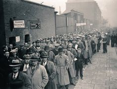 Terrace Images @TerraceImages  Jan 7 More  Arsenal supporters queue outside Highbury in 1938 for an FA Cup 3rd round tie with Bolton Wanderers #AFC #BWFC