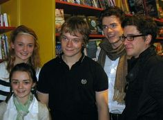 Unrecognizable: (L-R) Game Of Thrones cast-members Sophie Turner, Maisie Williams, Alfie Allen, Richard Madden and Kit Harington look drastically different as they pose for a behind-the-scenes group shot, taken in 2010 Game Of Thrones Anime, Game Of Thrones Drawing, Dessin Game Of Thrones, Game Of Thrones Facts, Game Of Thrones Quotes, Game Of Thrones Funny, Khal Drogo, Richard Madden, Kit Harington