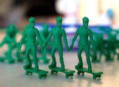 figurillas de plástico de patinetos.   Quiero más diseño