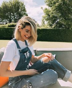 25 Short Hairstyles Inspired By Celebrities – My hair and beauty Zoella Outfits, Cute Outfits, Rapunzel, Zoella Style, Medium Hair Styles, Short Hair Styles, Short Hair Outfits, Zoella Hair, Zoe Sugg