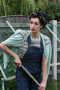 Fair Isle Cardigan - Fair Isle Cardigan Ravelry: Fair Isle Cardigan pattern by Susan Crawford - Vintage Crochet Patterns, Vintage Knitting, Crochet Ideas, Beginner Knitting Patterns, Knitting Tutorials, Free Knitting, Vogue Knitting, Sock Knitting, 1940s Fashion