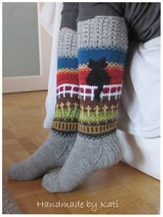 no pattern that I could find. Diy Crochet And Knitting, Crochet Socks, Crochet Cross, Knit Mittens, Knitting Socks, Hand Knitting, Knitting Patterns, Knit Stockings, Fair Isle Pattern