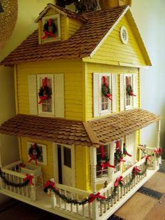 christmas dollhouses | dollhouse decorated for Christmas | Dollhouses