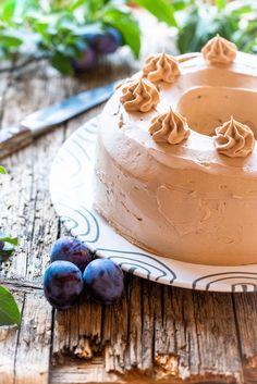 Nougat Zwetschken Kranz Desserts, Food, Cake Ideas, Dessert Ideas, Lunch Bags, Cute Ideas, Crown Cake, Treats, Meal