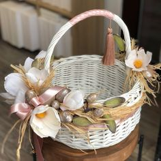 • SILVER FLOWERS&DECOR • ✨ Дуже полюбились нам магнолії. Ці квіти надзвичайно вишукані та благородні. Надіємось Вам теж подобається☺️… Rustic Flower Girls, Rustic Flowers, Christmas Advent Wreath, Wedding Gift Baskets, Flower Girl Basket, Basket Decoration, Easter Wreaths, Easter Baskets, Easter Crafts