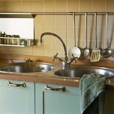 Te sink does nothing for me, but I think the faucet is great.