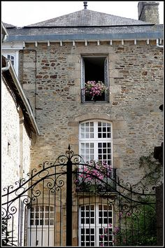 Townhouse in Brittany, France Beautiful Buildings, Beautiful Homes, Beautiful Places, French Architecture, Architecture Details, Porches, Road Trip, French Countryside, Entrance Gates