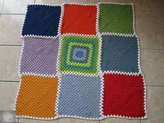 Crocheted rug White Rug, Green And Brown, Rug Making, Blanket, Rugs, Crochet, Projects, Farmhouse Rugs, Log Projects