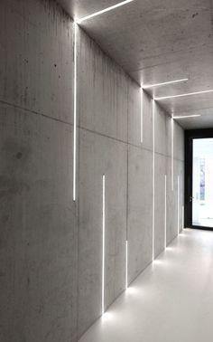 profilés LED encastrés dans les murs et le plafond en béton via Atelier Zafari Architecture Office Interior Design, Office Interiors, Office Designs, Interior Lighting Design, Interior Ideas, Office Wall Design, Design Offices, Architectural Lighting Design, Interior Led Lights
