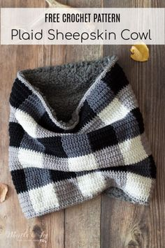 Easy Crochet Plaid Sheepskin Cowl This gorgeous buffalo plaid cowl is lined with cozy sheepskin and is a trendy accessory for both for men and women. Plaid Crochet, Crochet Motifs, Crochet Winter, Crochet Beanie, Easy Crochet Patterns, Crochet Scarves, Crochet Shawl, Crochet Clothes, Crochet Stitches