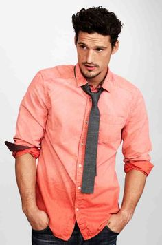 Mens Fashion arrives on ChiclyCute: Coral is not only for Women! Sunday Outfits, Winter Outfits, Guy Outfits, Coral Shirt, Brand Campaign, Curly Hair Men, Suit And Tie, Passion For Fashion, Denim Jeans