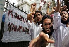 Österrike tar ett krafttag mot den fredliga ideologin islam och stänger 300 moskéer och avbryter ekonomiska medel till islamiska institutioner. Landet förbjuder även koranpredikan på arabiska, turkiska eller annat språk och godtar bara det på språket som talas i Österrike - tyska.