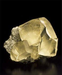 Calcite - $950 Sarbaiskoe deposit, Kostanay Prov., Kazakhstan 6.6 x 5.7 x 3.5 cm