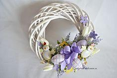 velikonočni obrazky | Velikonoční věnec na dveře s kuřátky Easter Wreaths, Easter Crafts, Grapevine Wreath, Decor Crafts, Lanterns, Centerpieces, Spring, Handmade, Decoupage