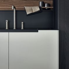 Phoenix CR&S Varenna (2014) An exclusive model where all the kitchen units are inspired by pure and essential lines to achieve a rigorous design project.