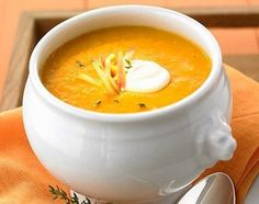 A comforting easy pumpkin soup recipe made with simple pantry staple ingredients. This pumpkin soup is a cinch to make and so, so, delicious! Irish Recipes, Apple Recipes, Pumpkin Recipes, Soup Recipes, Veggie Recipes, Gazpacho, Spicy Pumpkin Soup, Vegan Pumpkin, Sea Weed Recipes