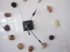 DIY Magnetic Seashell Clock  Make your own with seashells, magnets and a clock mechanism Love it!