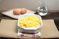 Patatas con huevos rotos Spanish Tapas, Mashed Potatoes, Grains, Eggs, Cooking, Breakfast, Ethnic Recipes, Primers, Egg As Food
