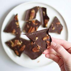 Maak je eigen chocoladesmaak: chocolade met pecannoten en zeezout.