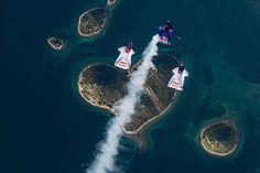 Love is in the air... #mar #sea #deporte #sport #corazon #heart #croacia #croatia #zadar #redbull #wingsuit #volar #fly // Fot.: Red Bull
