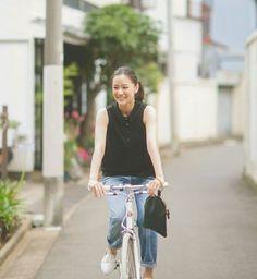 Aoi Yu (on hiatus) Girl Fashion Style, Mori Girl Fashion, Yu Aoi, Cycle Chic, Cute Japanese Girl, Bike Style, Japanese Beauty, Celebrity Look, Photography Women