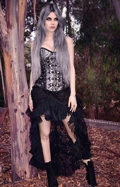 Top Gothic Fashion Tips To Keep You In Style. As trends change, and you age, be willing to alter your style so that you can always look your best. Consistently using good gothic fashion sense can help Gothic Dress, Gothic Outfits, Gothic Lolita, Mode Steampunk, Steampunk Clothing, Gothic Steampunk, Victorian Gothic, Dark Fashion, Gothic Fashion