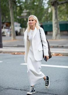 Popular suit jackets this spring blazer,Suit + T-shirt,Suit + shirt,Suit + skirt,Suit + jeans,Suit + wide-leg pants Winter Outfits, Casual Outfits, Fashion Outfits, Sneaker Trend, Gala Gonzalez, Streetwear, Moda Paris, Converse, All White Outfit