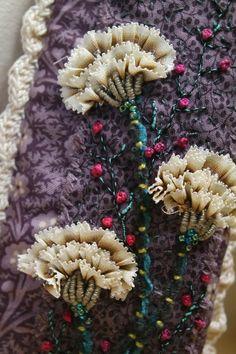 Wonderful Ribbon Embroidery Flowers by Hand Ideas. Enchanting Ribbon Embroidery Flowers by Hand Ideas. Silk Ribbon Embroidery, Beaded Embroidery, Embroidery Stitches, Embroidery Patterns, Hand Embroidery, L'art Du Ruban, Pintura Country, Brazilian Embroidery, Ribbon Art